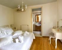 1000_1st_bedroom